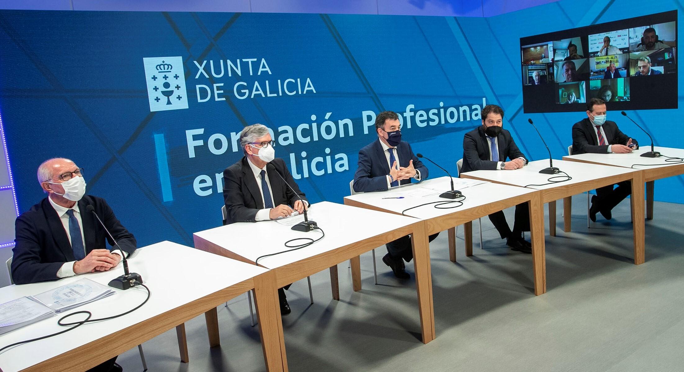 O conselleiro de Cultura, Educación e Universidade, Román Rodríguez, mantén unha reunión de traballo con representantes empresariais encabezados polo presidente da Confederación de Empresarios de Galicia, José Manuel Vieites.